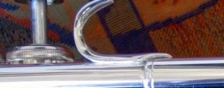 Bach Trumpets – Finger Hook Deisgn